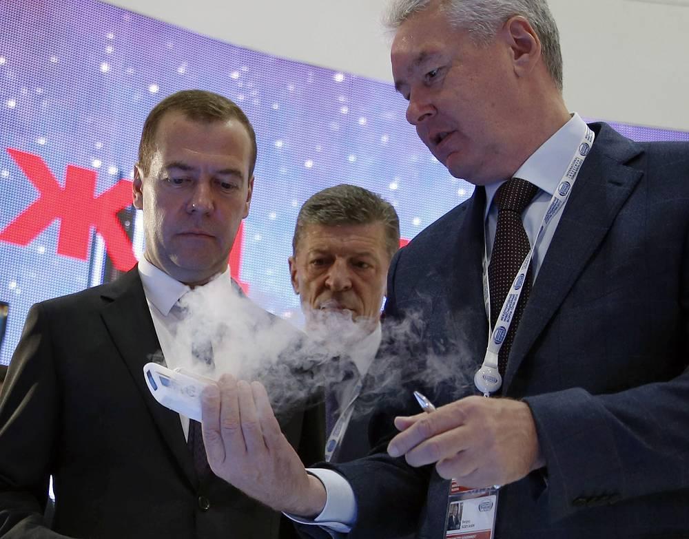 Премьер-министр РФ Дмитрий Медведев, вице-премьер РФ Дмитрий Козак и мэр Москвы Сергей Собянин