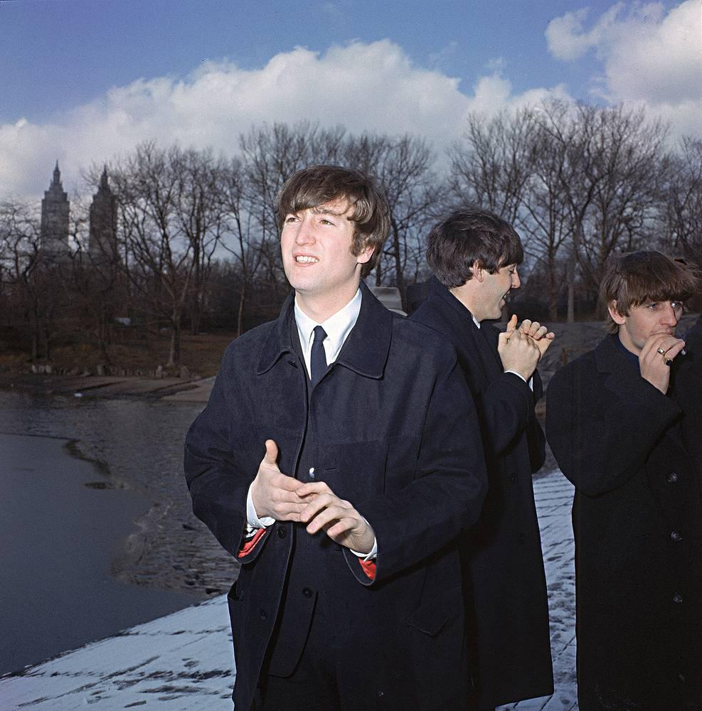 Джон Леннон, Пол Маккартни и Ринго Старр во время прогулки в Центральном парке Нью-Йорка, 1964 г.
