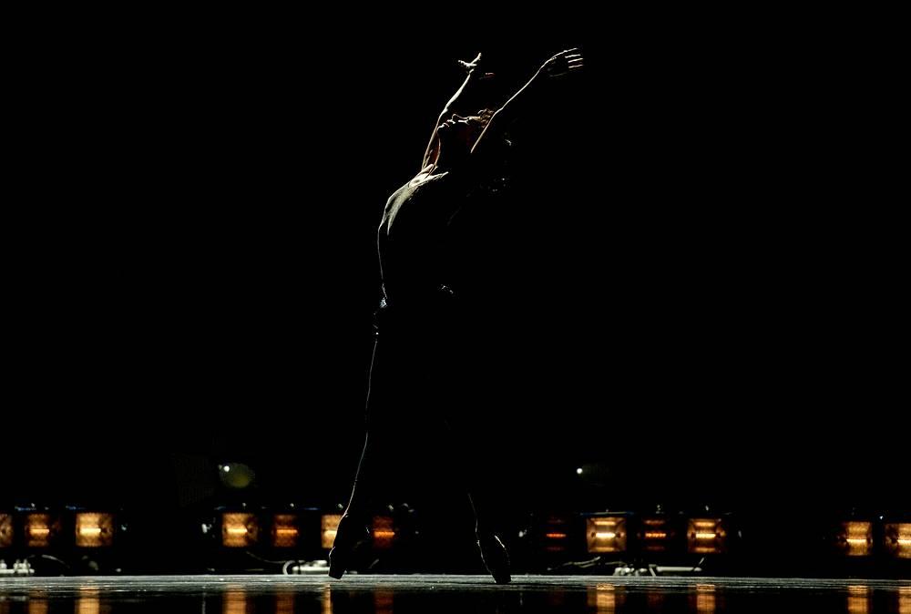 "Мария Александрова, российская артистка балета, прима-балерина Большого театра, заслуженная артистка России, народная артистка России. Номер хореографа Вячеслава Самодурова ""Занавес"""