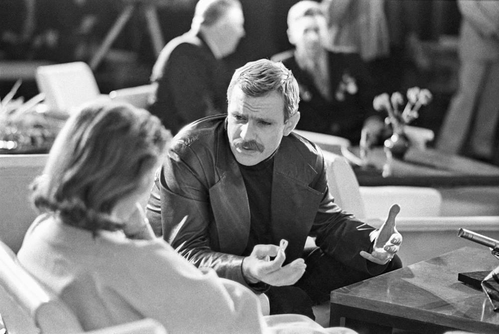 """Михалков во время телепередачи """"Театральные встречи"""", 1977 год"""