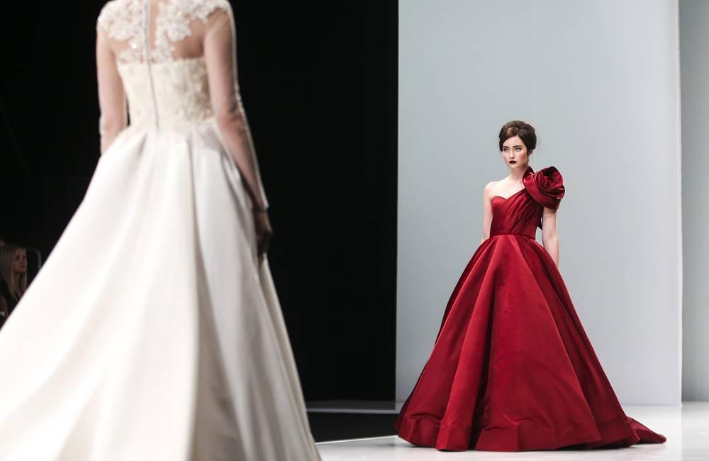 Коллекция Humariff состояла полностью из вечерних и свадебных платьев