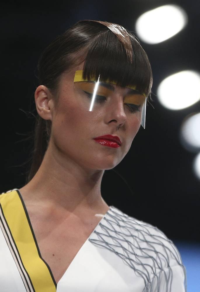 При создании одежды дизайнер использовала концепцию мультикультурализма, предполагающую наслоение идей, замыслов и заимствований. На фото: показ Елены Шипиловой