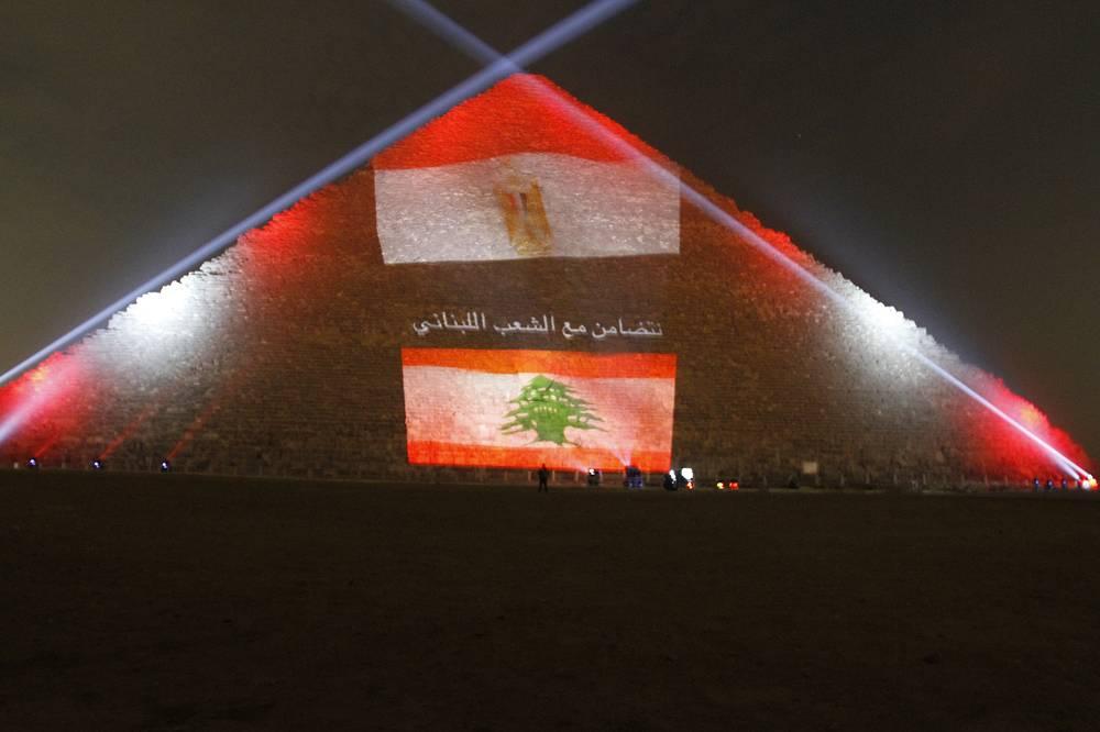 Подсветка в виде флага Ливана в память о жертвах террористических атак в Бейруте 12 ноября