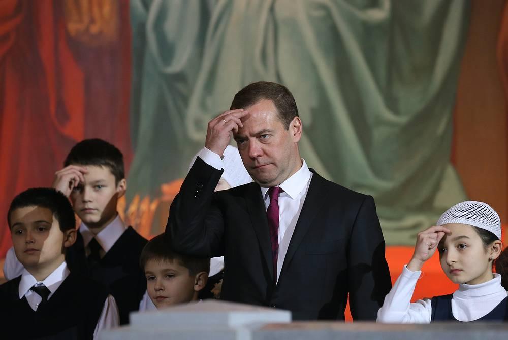 Премьер-министр Дмитрий Медведев на праздничной службе в храме Христа Спасителя