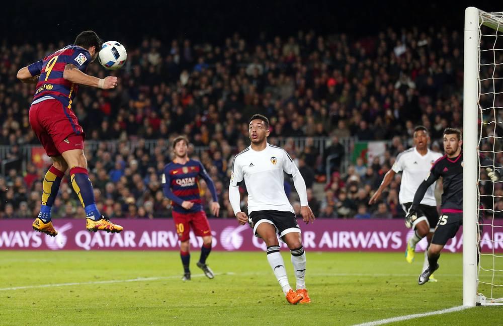Главным же героем игры можно назвать уругвайского нападающего каталонцев Луиса Суареса - на его счету четыре гола