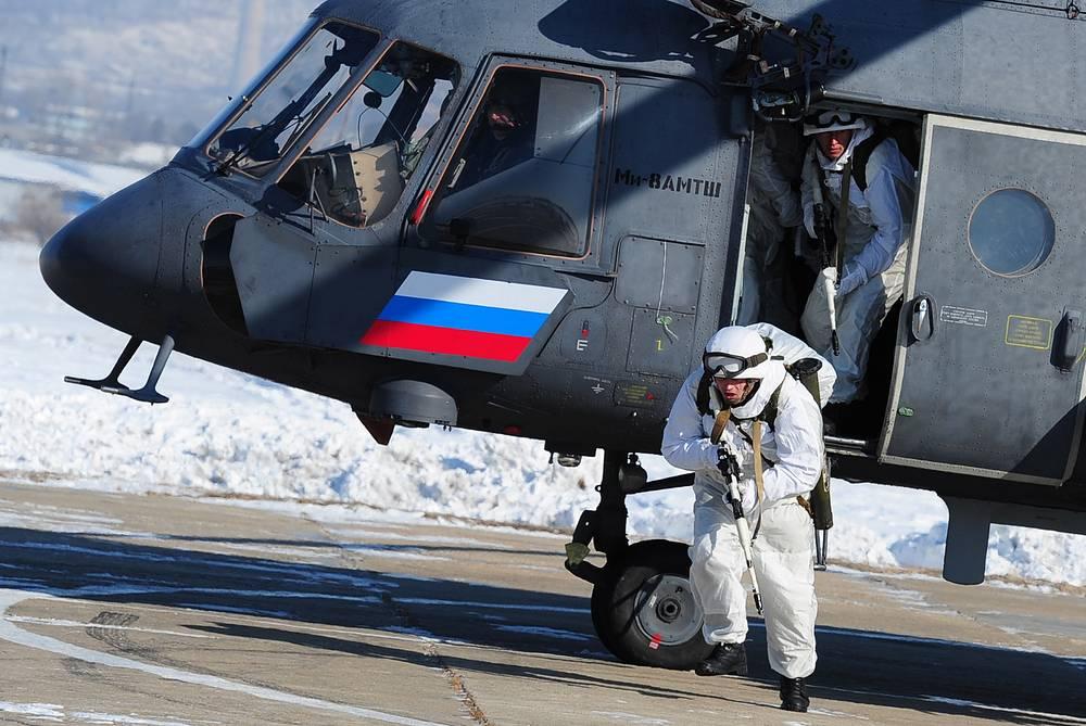 Разведгруппа 83-й десантно-штурмовой бригады во время десантирования с вертолета Ми-8АМТШ, Уссурийск, 2016 год
