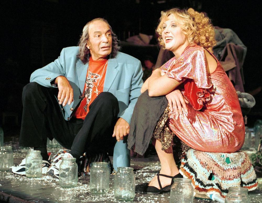 """С Гафтом в сцене из спектакля Николая Коляды """"Уйди-уйди"""", 2000 год"""