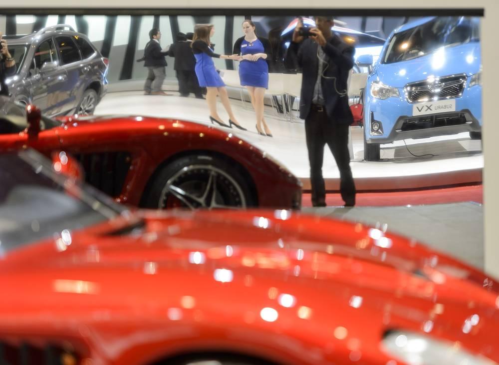 Первый день работы автосалона в Женеве: среди гостей - представители прессы