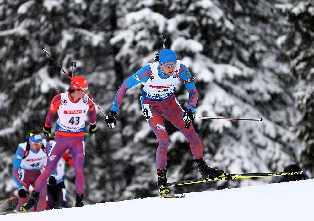 Максим Цветков (на первом плане) и Антон Шипулин против американского биатлониста Догерти Шона (в центре)