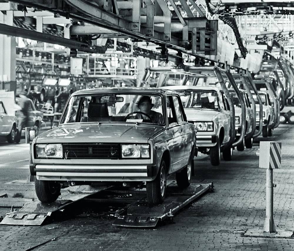 """В 1979 году на смену ВАЗ-2101 в производство запущен новый седан ВАЗ-2105. На фото: """"Жигули"""" ВАЗ-2105"""