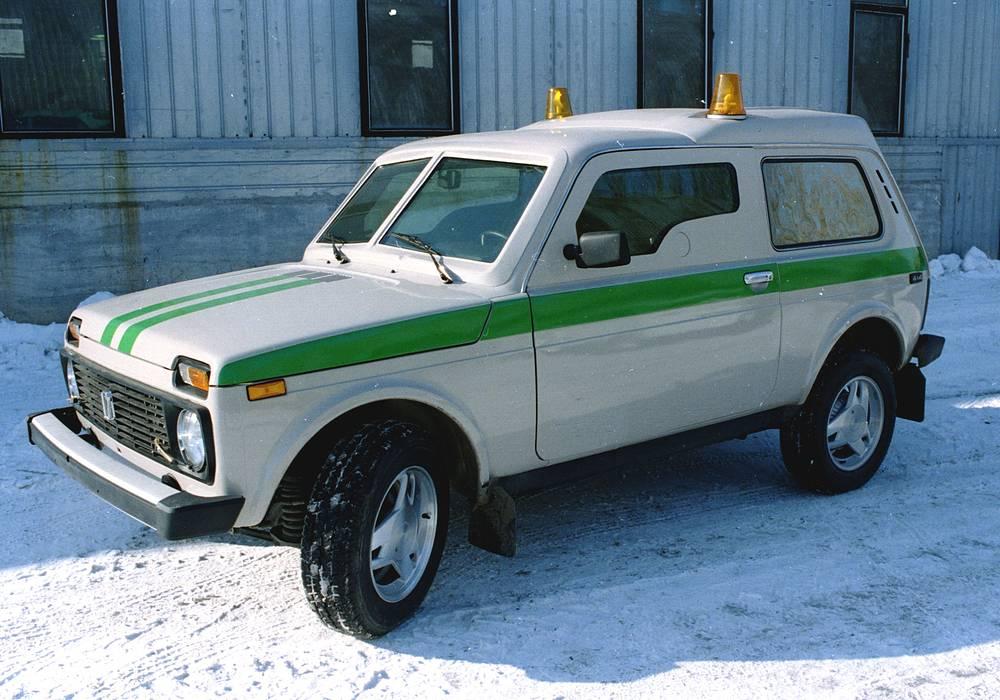 """""""Форс"""" - бронированный полноприводный автомобиль для перевозки ценных грузов. На фото: ВАЗ-212182"""