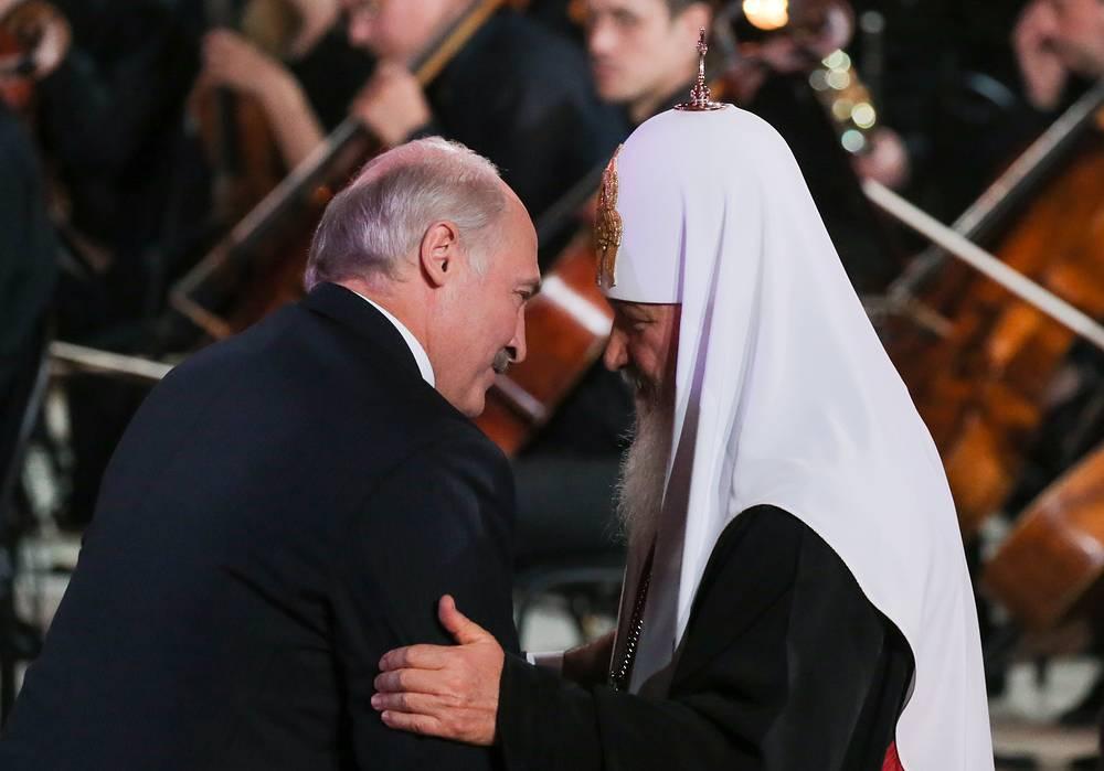 Президент Белоруссии Александр Лукашенко и патриарх Московский и всея Руси Кирилл (слева направо)