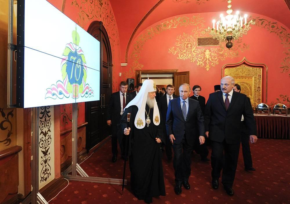 Патриарх Московский и всея Руси Кирилл, президент России Владимир Путин и президент Белоруссии Александр Лукашенко (слева направо на первом плане)