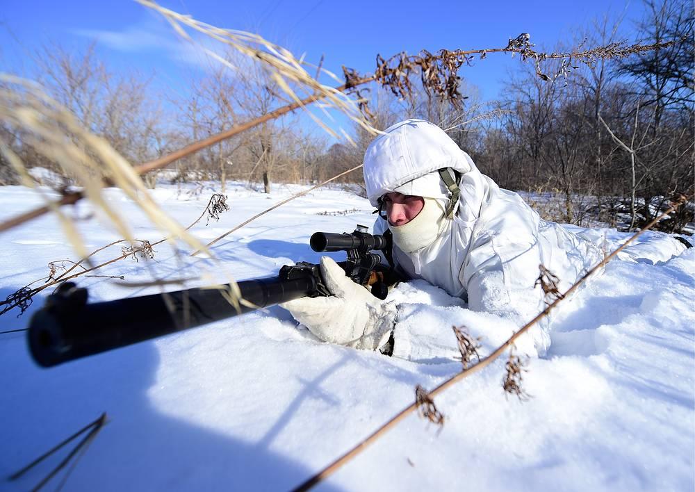 Военнослужащий на учениях морпехов на полигоне Бамбурово
