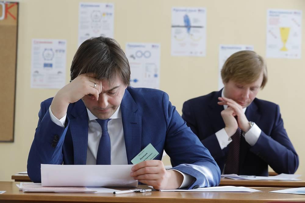 Руководитель Рособрнадзора Сергей Кравцов и ведущий Премьер-лиги КВН Александр Масляков