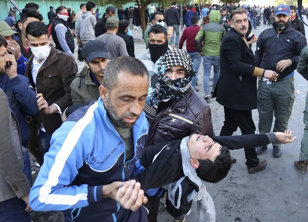 Вцентре Багдада против протестующих применили слезоточивый газ