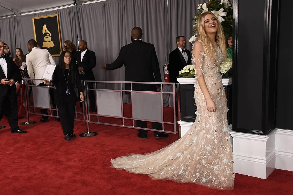 Певица Келси Баллерини была названа обладательницей самого лучшего платья по версии журналистов