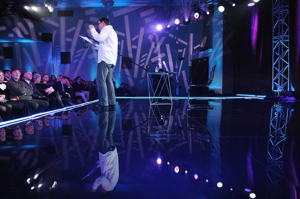 Писатель Евгений Гришковец на творческом вечере, посвященном его 45-летию, в Центральном Доме актера