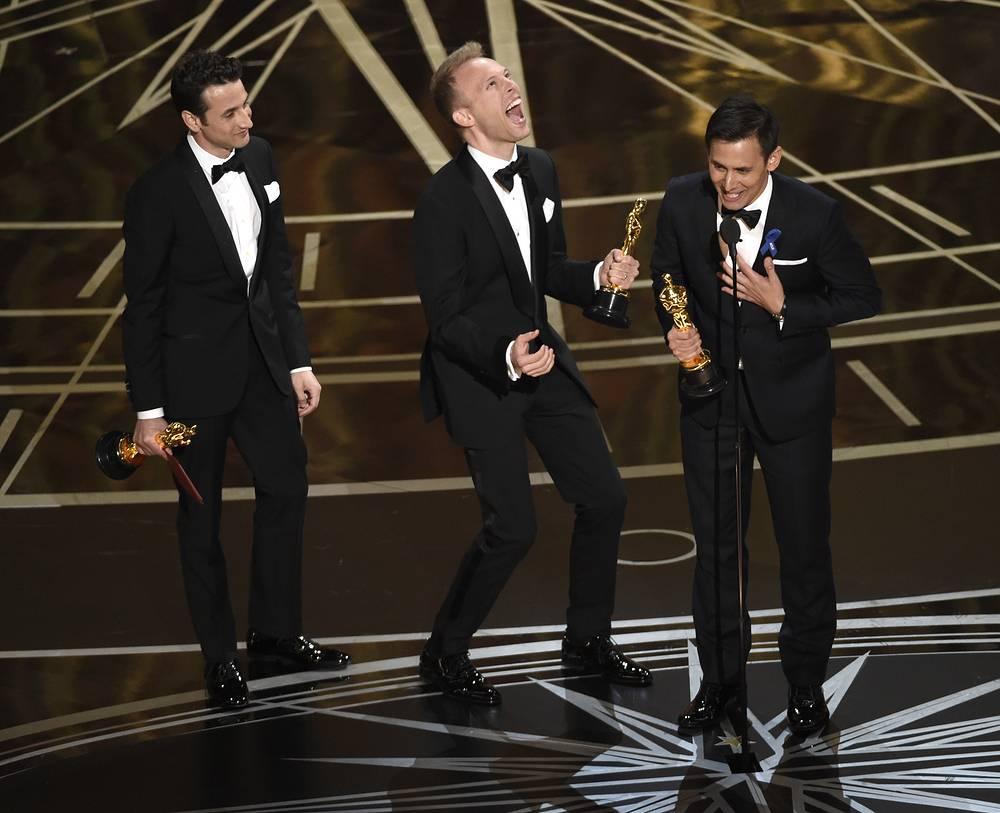 """Джастин Гурвиц, Джастин Пол и Бенж Пасек получают награду в номинации """"Лучшая песня"""" за композицию City of Stars из мюзикла """"Ла-ла Ленд"""""""