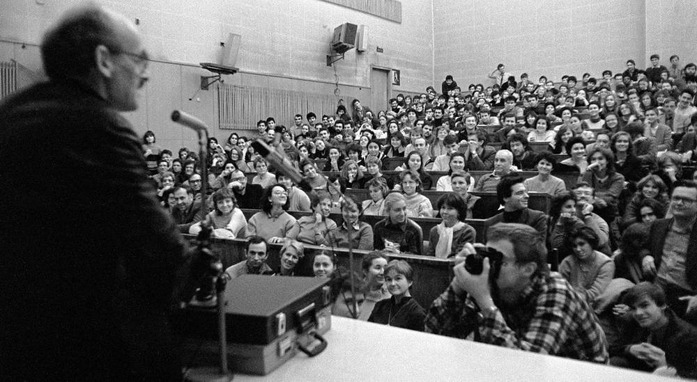 Булат Окуджава на встрече со студентами и преподавателями журфака МГУ, 1988 год