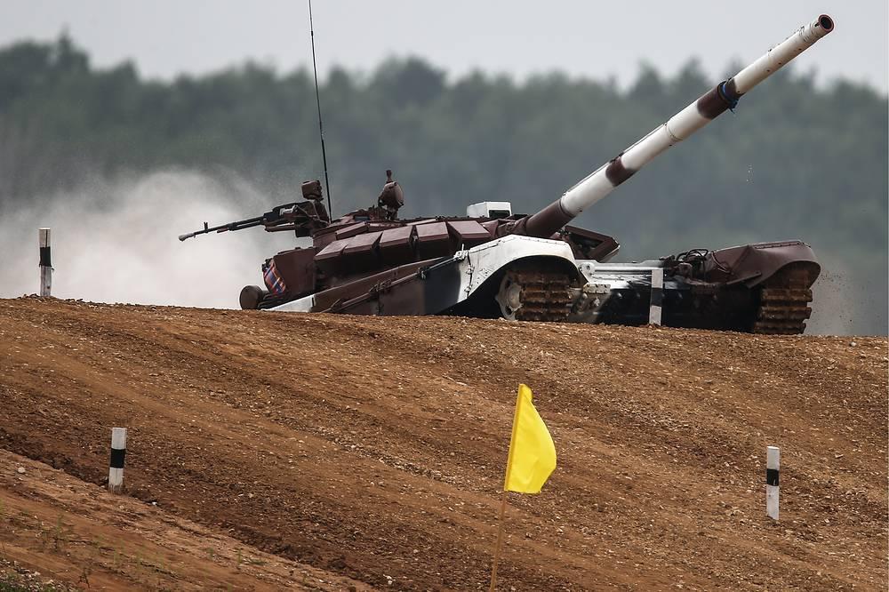 Экипаж из Монголии на танке Т-72Б3
