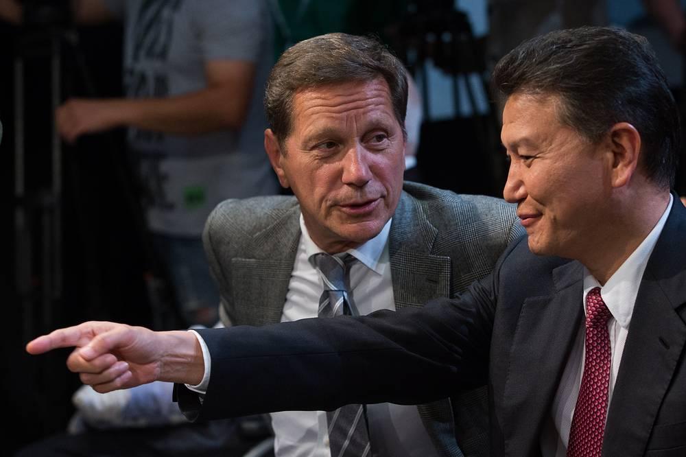 Первый вице-спикер Госдумы РФ, президент Олимпийского комитета России Александр Жуков и президент Международной шахматной федерации (FIDE) Кирсан Илюмжинов
