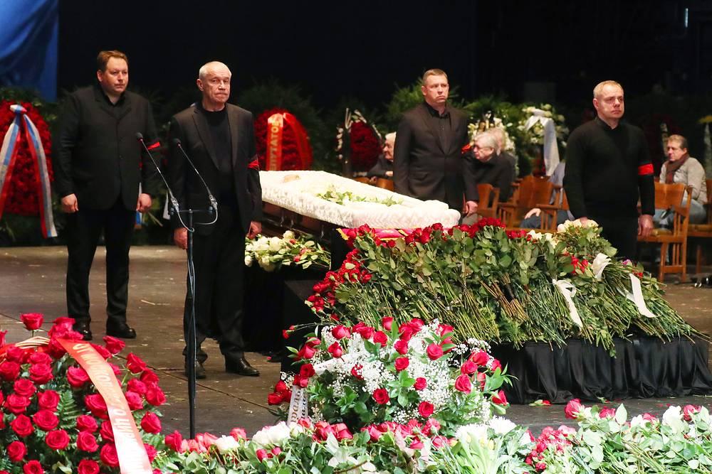 Во время церемонии прощания с актером и режиссером Олегом Табаковым