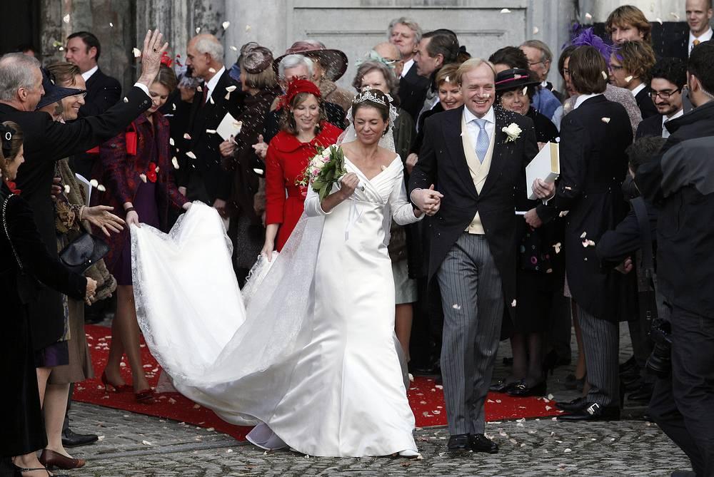 Аннемари Сесилия Гуатери ван Визель и герцог Пармский Карлос, глава Бурбон-Пармского дома, племянник королевы Нидерландов (после отречения в пользу сына — принцессы) Беатрикс, в аббатстве Камбр в Брюсселе, 20 ноября 2010 года