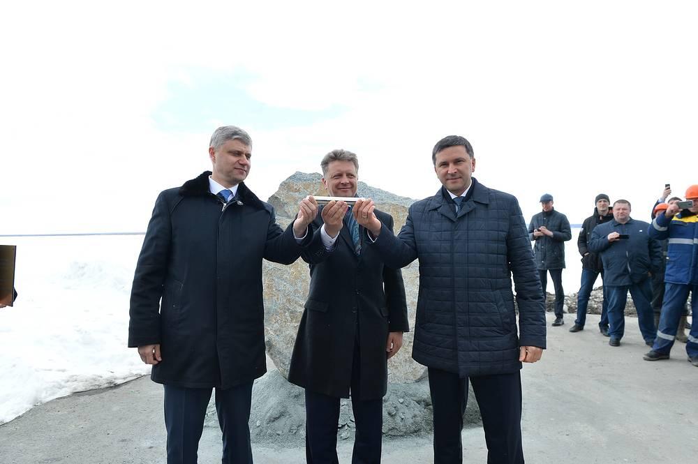 Генеральный директор РЖД Олег Белозеров, министр транспорта РФ Максим Соколов и губернатор ЯНАО Дмитрий Кобылкин (слева направо)