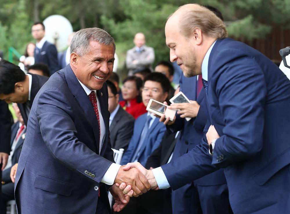 Президент Татарстана Рустам Минниханов и советник-посланник посольства РФ в КНР Евгений Томихин