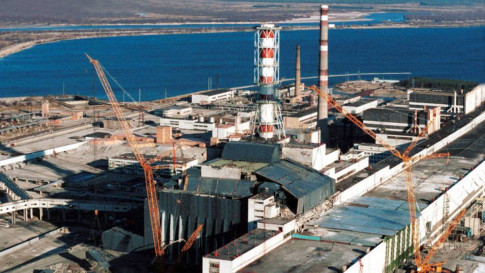 """""""Саркофаг"""" над четвертым энергоблоком Чернобыльской АЭС"""