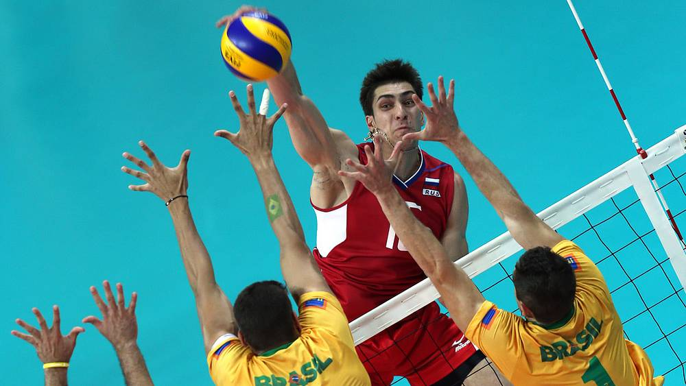 Игрок сборной России Дмитрий Ильиных в матче мужского турнира по волейболу между сборными командами России и Бразилии