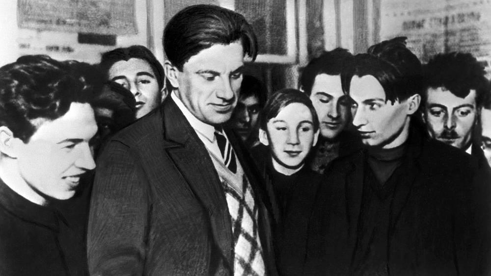 """Владимир Маяковский на выставке """"20 лет работы"""". 1930 г."""