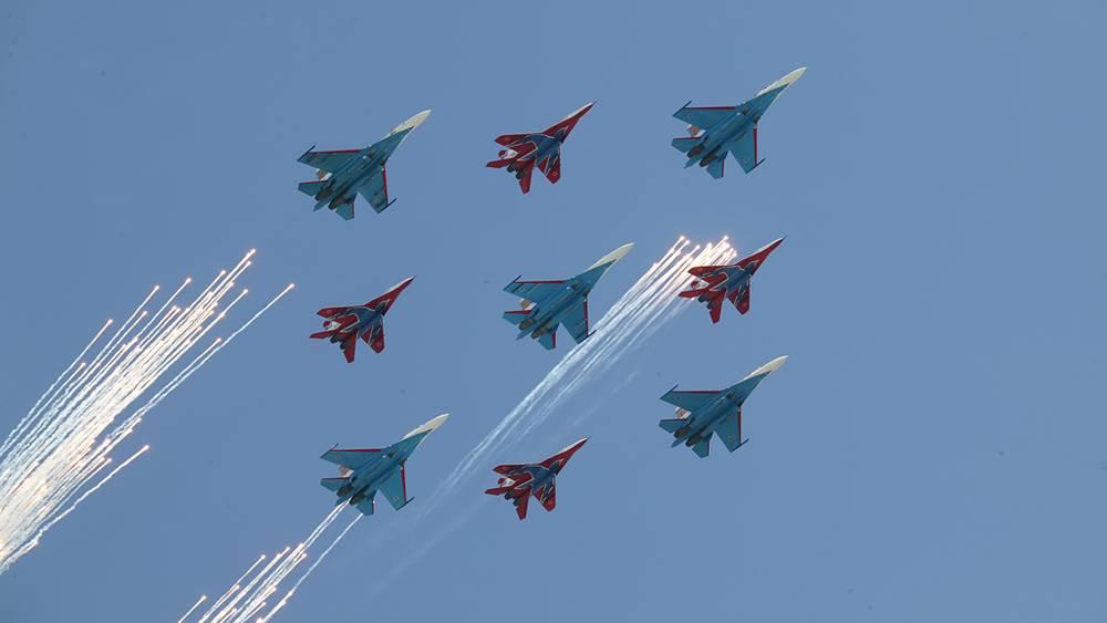 """Пилотажные группы """"Витязи"""" и """"Стрижи"""" (самолёты Су-27, МиГ-29)"""