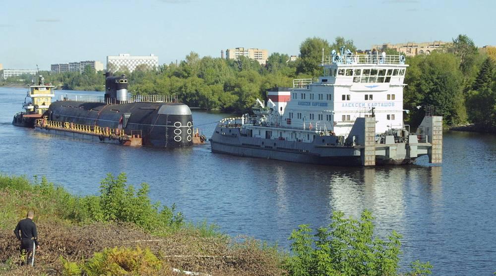 """Подводная лодка Б-396 """"Новосибирский комсомолец"""". Установлена на канале в качестве музея в 2003 г"""