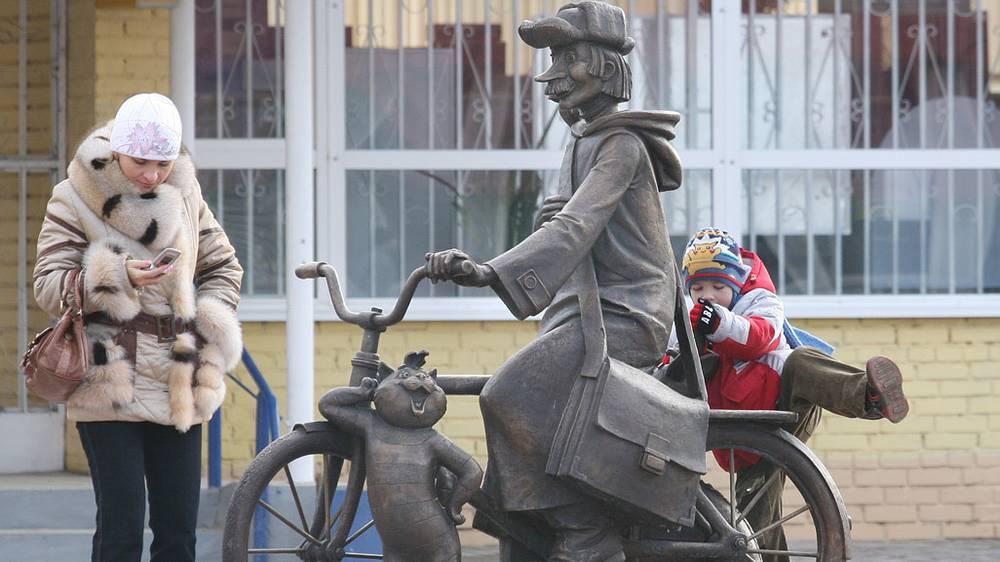 Памятник героям мультфильма «Трое из Простоквашино» в Луховицах