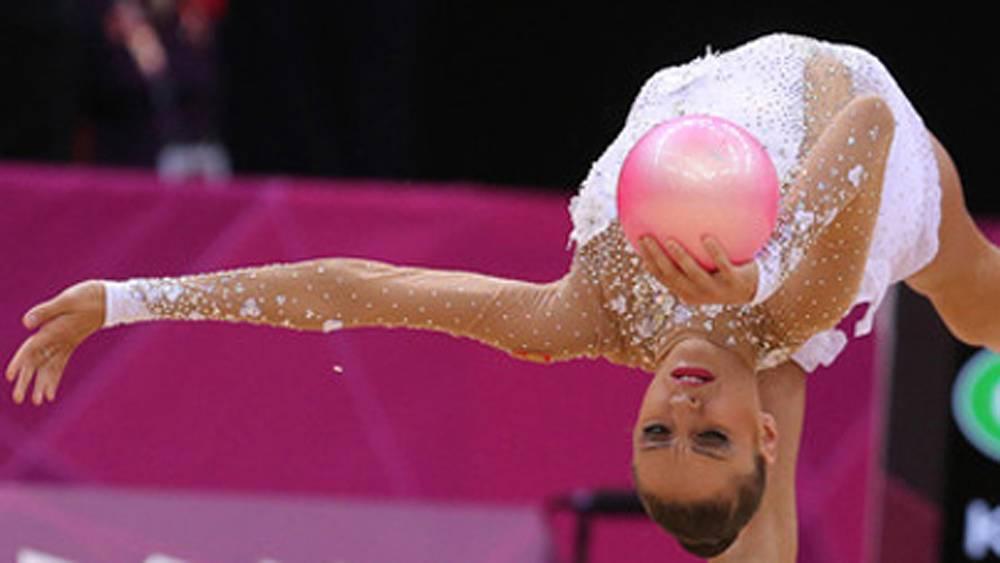Евгения Канаева в упражнении с мячом