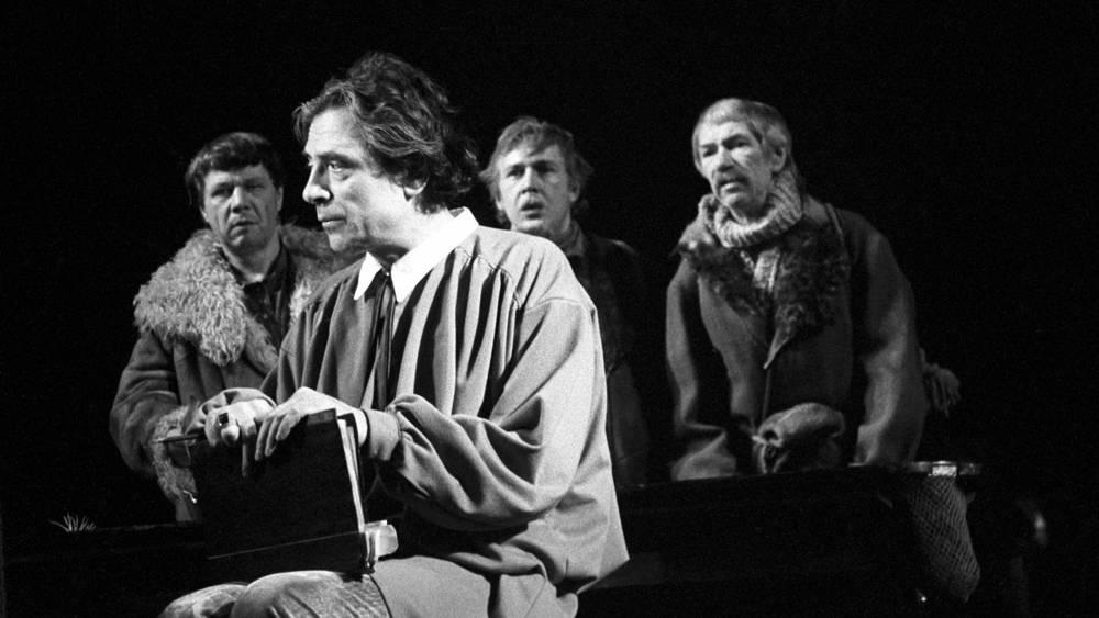 Спектакль «Плоды просвещения» по пьесе Льва Толстого (режиссер Петр Фоменко)
