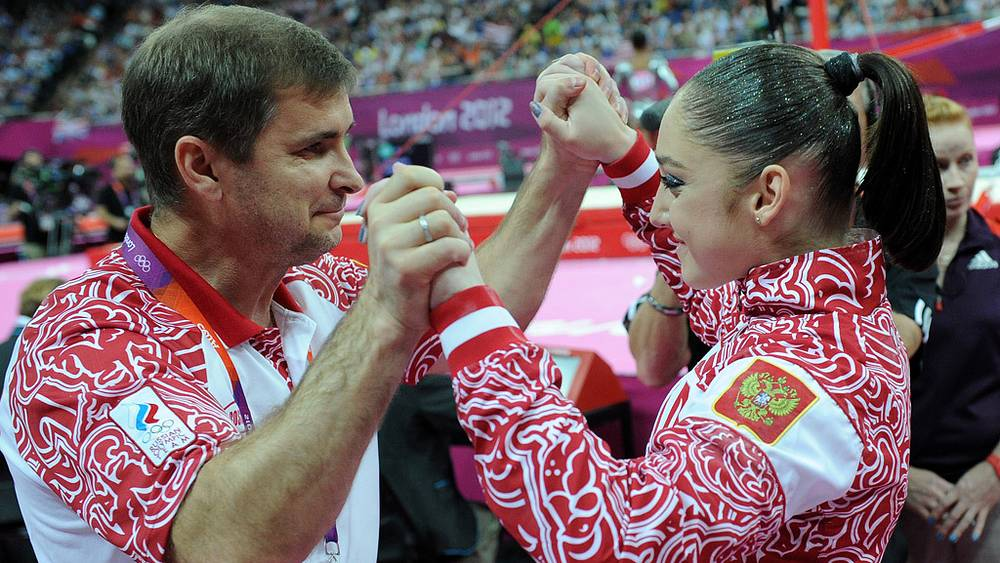 """А. Мустафина взяла """"золото"""" в упражнениях на брусьях"""