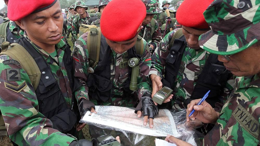Поисковая операция индонезийских военных и спасателей