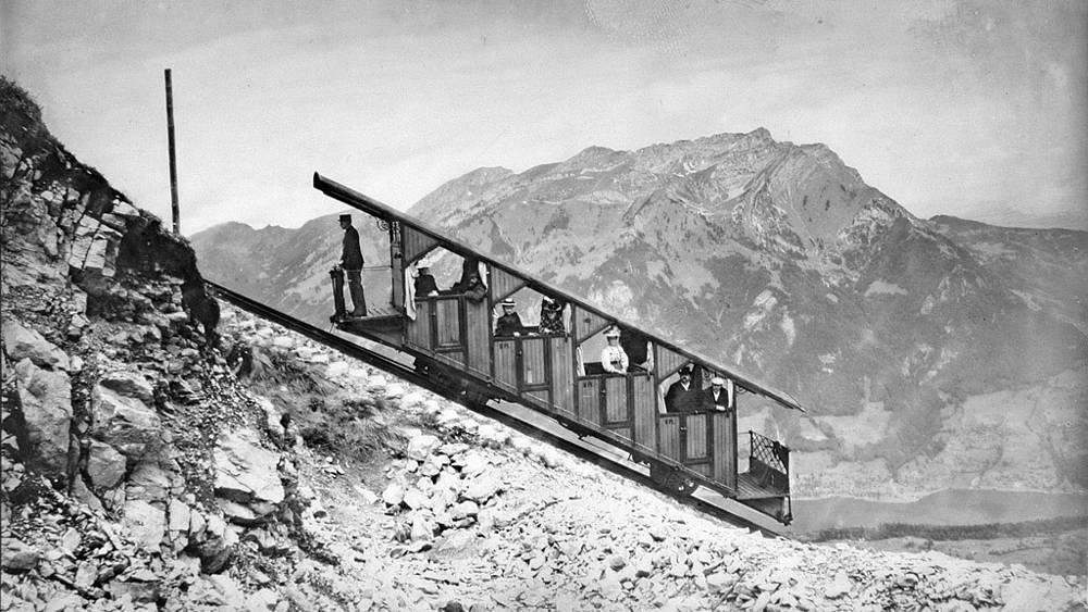Введенный в строй фуникулер возит пассажиров до канатной дороги с 1893 года /фото предоставлено компанией Cabrio/