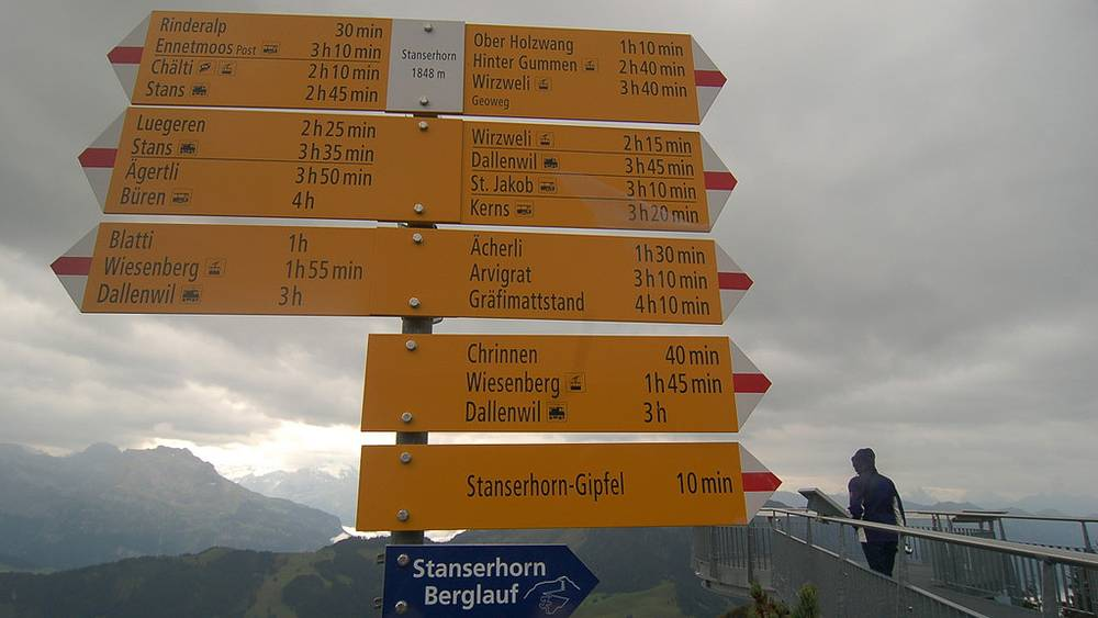 Любителям пеших прогулок - вернуться в Штанс займет всего три с половиной часа