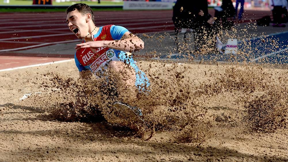 Александр Меньков - победитель в прыжках в длину