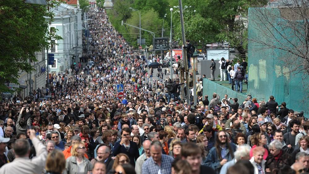 """Акция """"Контрольная прогулка"""" собрала несколько тысяч участников. Люди прошли от памятника Пушкину до Чистопрудного бульвара"""