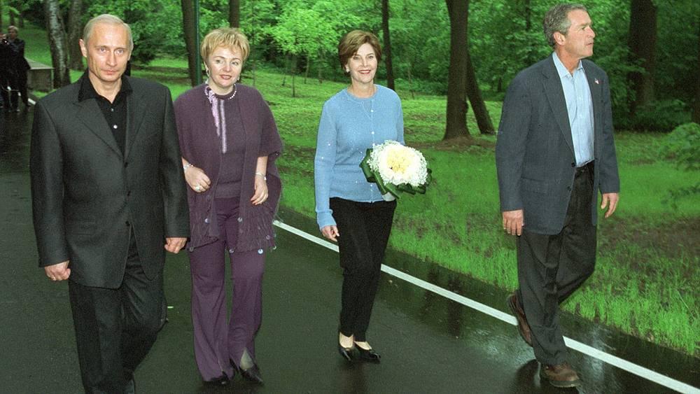 2002 год. С супругами Буш.