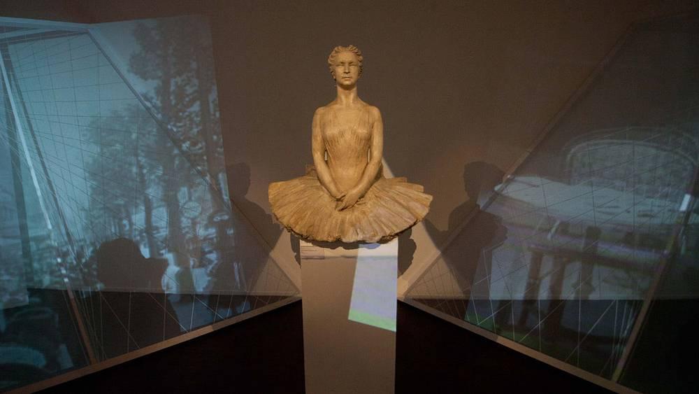 Скульптура балерины Марины Семеновой. 1941 год