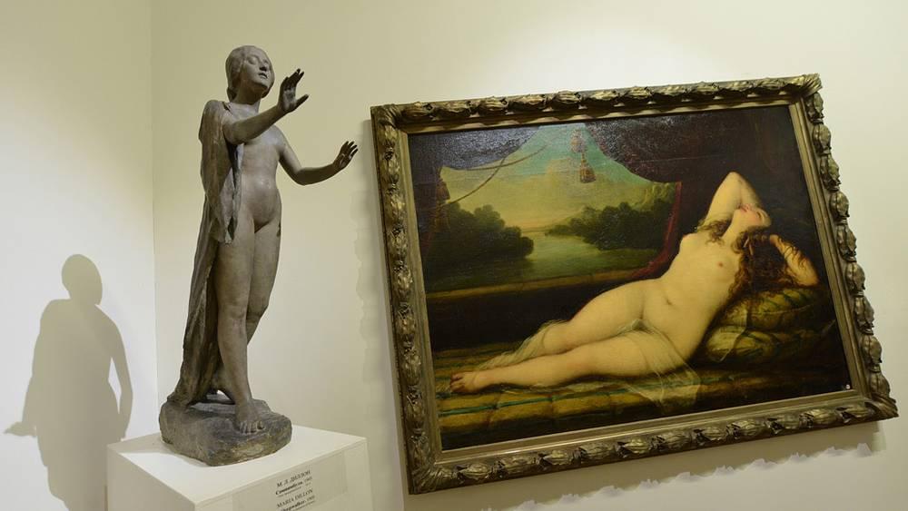 """Скульптура М.Л.Диллона """"Сомнамбула"""" и картина Н.А.Майкова """"Венера"""""""