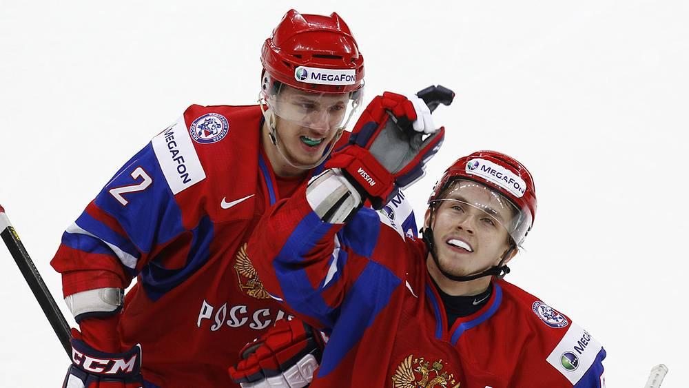 Игроки сборной России Андрей Сигарев и Альберт Яруллин