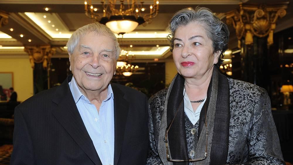 Юрий Любимов с женой Каталин. Фото ИТАР-ТАСС/ Валерий Шарифулин