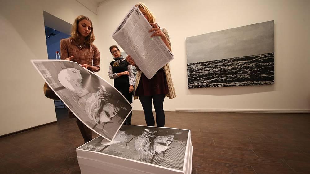 Часть выставки можно было унести с собой. Фото ИТАР-ТАСС/Сергей Шахиджанян